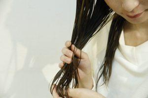 梅雨時期の髪の毛どうしたらいいの?